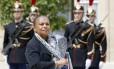 Cabeça erguida. A ministra da Justiça da França, Christiane Taubira, deixa o Palácio do Eliseu com suas pastas após uma reunião do Gabinete do presidente François Hollande: preocupação com crescimento da intolerância no país