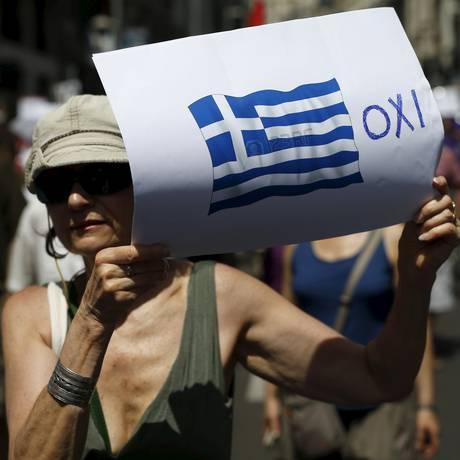 Manifestante na Espanha apoia o 'não' Foto: JAVIER BARBANCHO / REUTERS