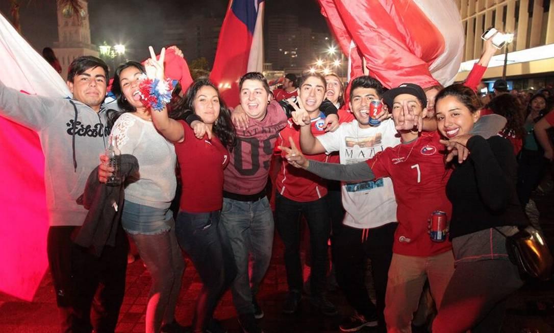 Entre os torcedores, após a vitória sobre a Argentina, o sentimento era de que enfim o futebol chileno alcançou a grandeza merecida Juarez Becoza / Agência O Globo