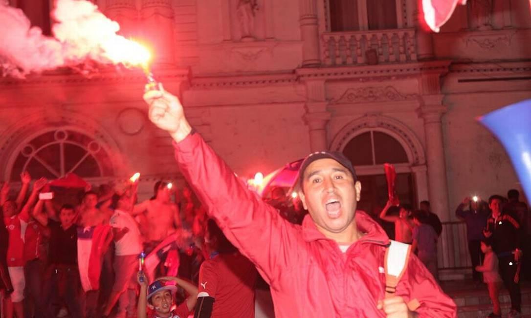A cidade de Iquique ficou tomada de vermelho na festa pelo título da Copa América sobre a Argentina Juarez Becoza / Agência O Globo