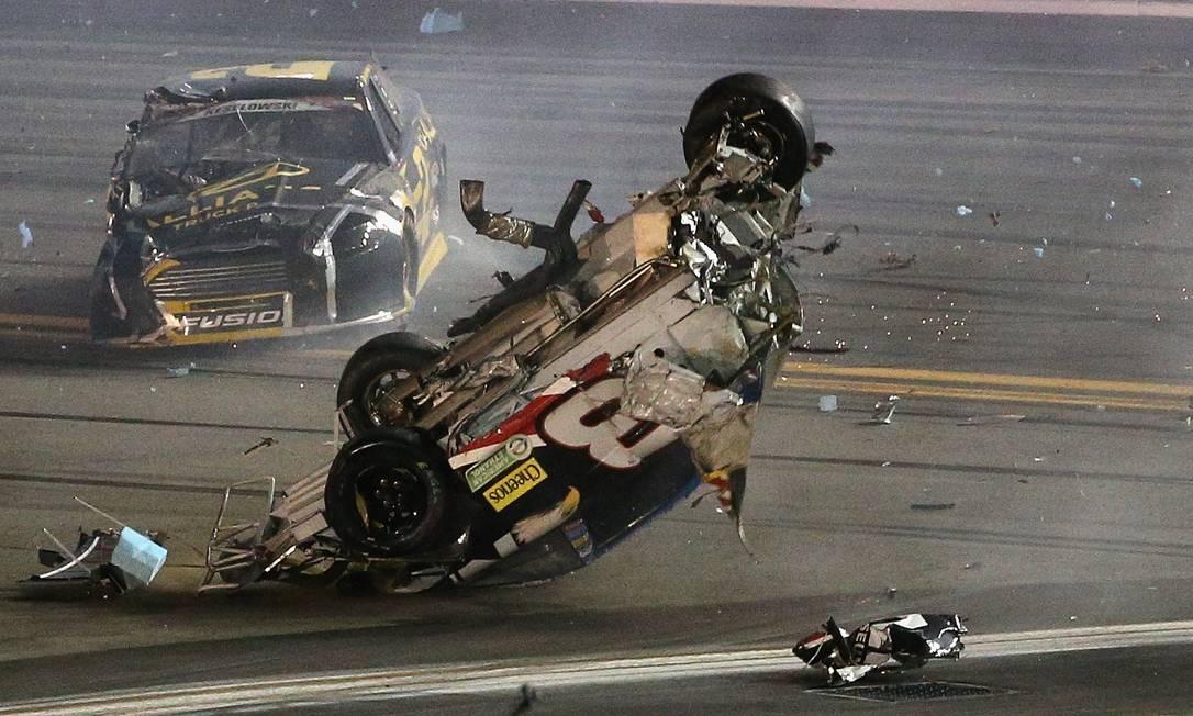 Para Dillon, é preciso diminuir a velocidade dos carros para evitar acidentes como o que ele sofreu Patrick Smith / AFP
