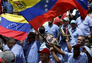 Membros do sindicato protestam em Caracas contra fábrica de cerveja Polar Foto: JORGE DAN LOPEZ / REUTERS