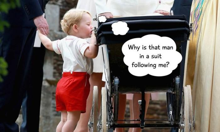 """O que o príncipe estaria pensando no batizado da irmã, a princesa Charlotte? """"Por que esse homem de terno está me seguindo"""" Foto: Matt Dunham / AP"""