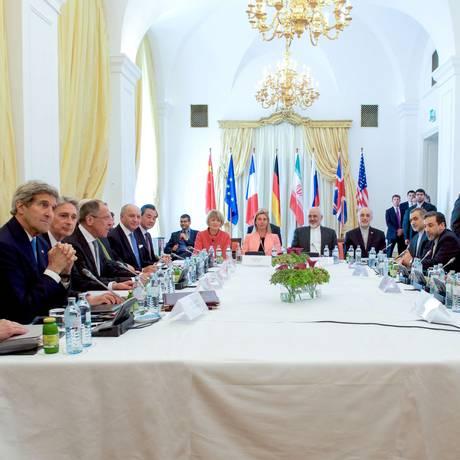 Negociações continuam encontrando divergências, preocupando Kerry e Zarif Foto: -- / AFP
