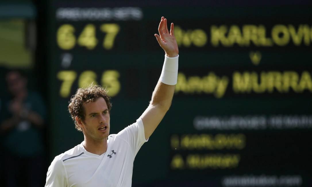 O anfitrião Andy Murray foi outro que segue vivo no torneio britânico STEFAN WERMUTH / REUTERS
