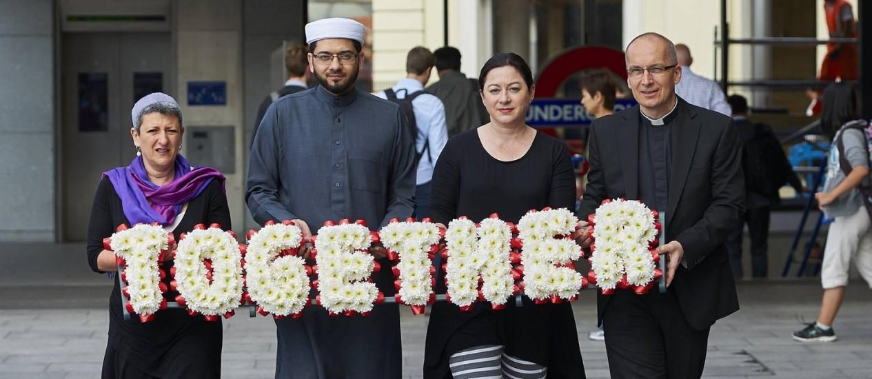 Líderes participam de evento em Londres para promover a unidade religiosa dez anos após os atentados Foto: NIKLAS HALLE'N/AFP