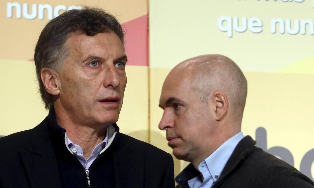 Dupla. Mauricio Macri, à esquerda, com seu chefe de gabinete, Horacio Rodriguez Larreta, do PRO, que venceu primeiro turno em Buenos Aires com 20 pontos de vantagem Foto: ENRIQUE MARCARIAN / REUTERS
