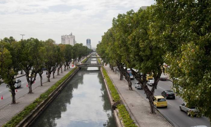 O Canal do Mangue que recebe o esgoto de parte da Tijuca e do Centro. Obra levaria dejetos para estação de tratamento no Caju Foto: Adriana Lorete / Agência O Globo (03/09/2014)