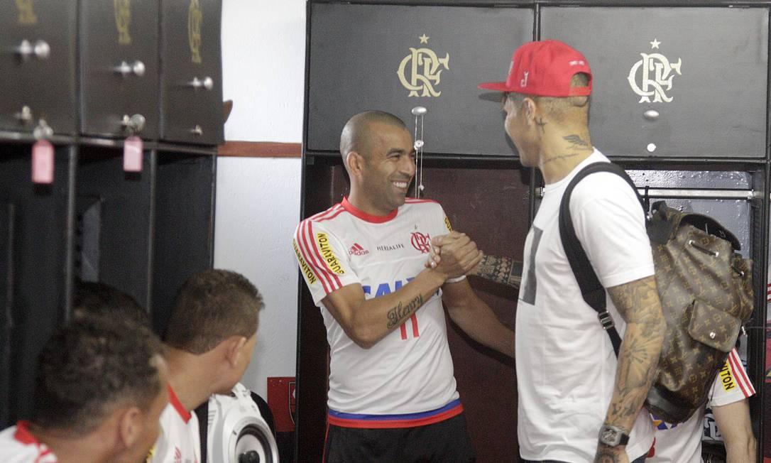 No vestiário, Guerrero reencontrou um velho amigo, o atacante Emerson, com quem jogou no Corinthians Gilvan de Souza/Flamengo