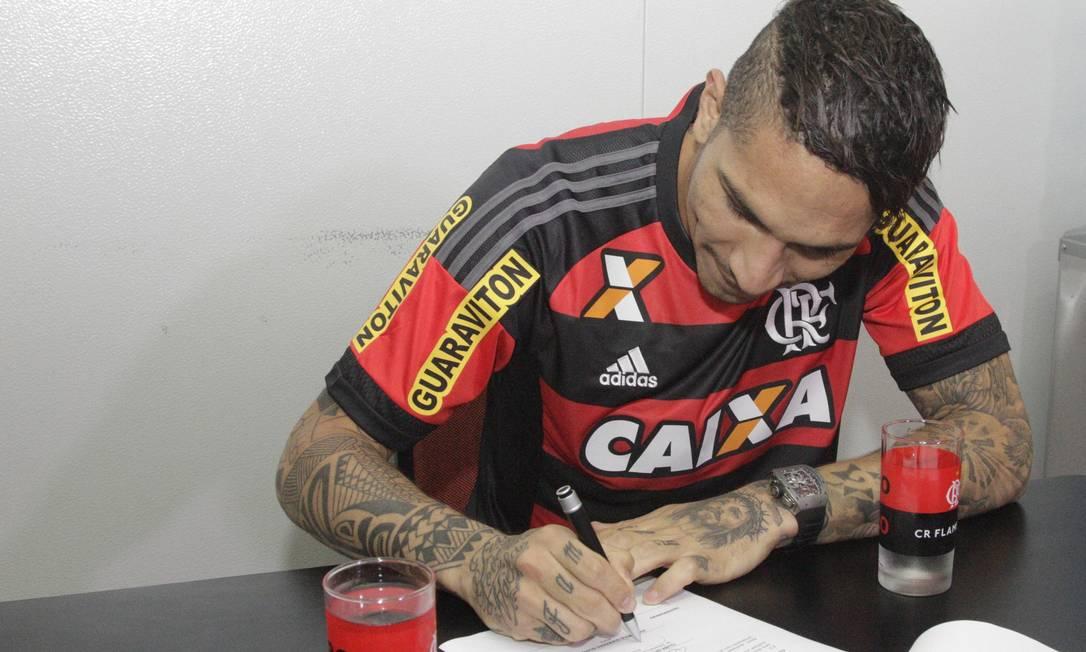 ...e assinou contrato Gilvan de Souza/Flamengo
