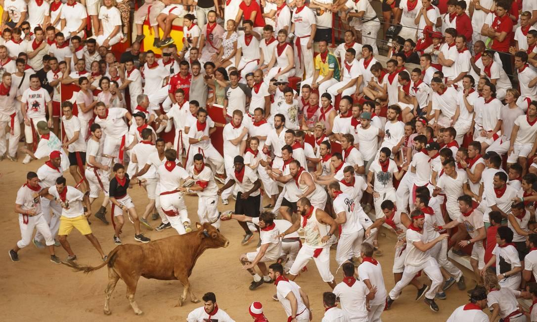 O evento é um símbolo da cultura espanhola, atraindo centenas de turistas apesar da pesada condenação de ativistas dos direitos dos animais Daniel Ochoa de Olza / AP