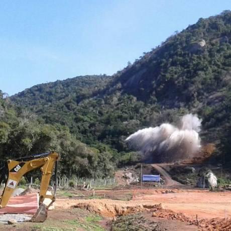 Momento da primeira detonação nas obras do túnel Charitas-Cafubá Foto: Paulo Roberto Araújo