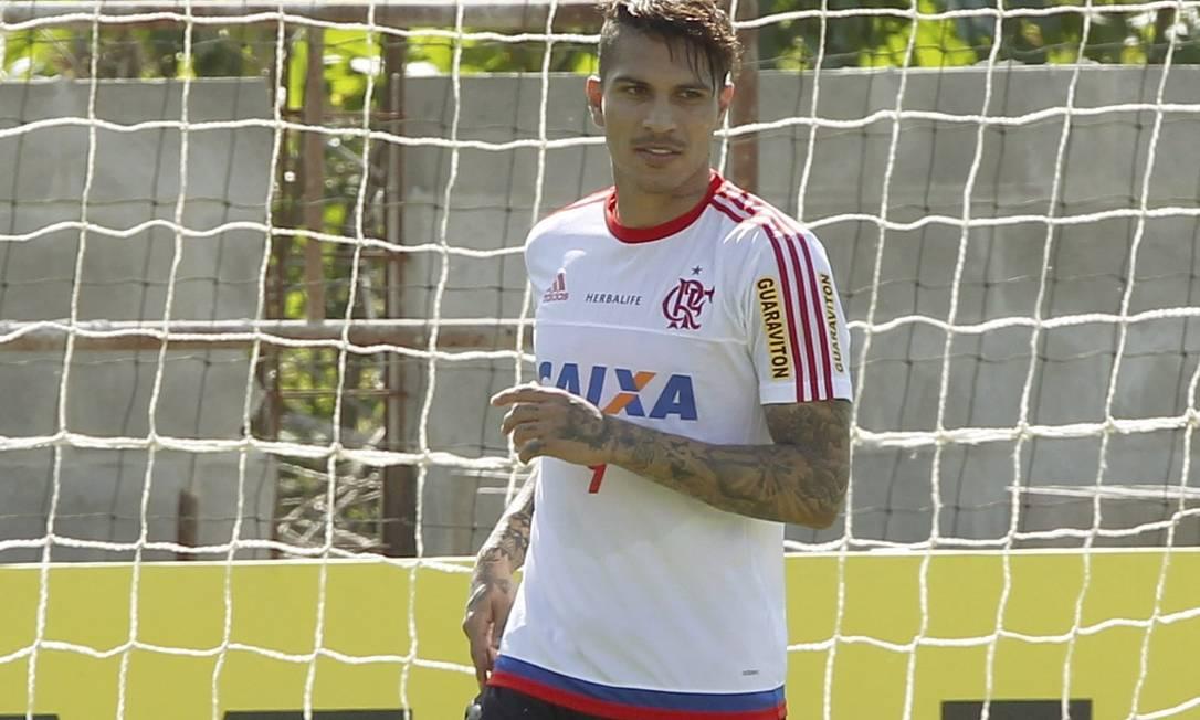 Guerrero participa do primeiro treino no Flamengo, apenas algumas horas depois de chegar ao Rio, direto de Lima, no Peru Cezar Loureiro / Agência O Globo