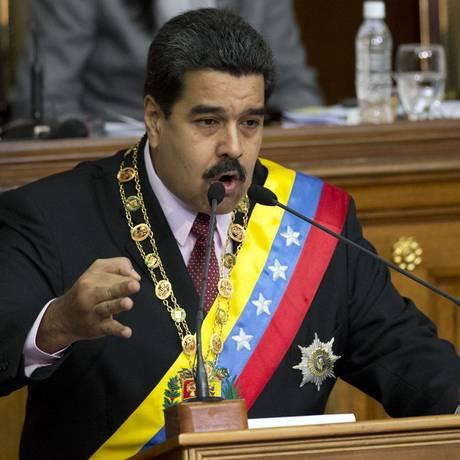 Presidente da Venezuela, Nicolás Maduro, durante discurso na Assembleia Nacional, em Caracas, nesta segunda-feira, anunciando que chamou a embaixadora do país na Guiana para uma consulta Foto: Ariana Cubillos / AP / 06/07/2015
