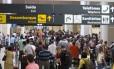 Aeroporto Santos Dumont em dia de cancelamentos e atrasos de voos