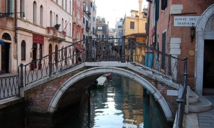 Mais tempo para caminhar pelas ruas de Veneza neste verão Foto: Divulgação / Agência O Globo