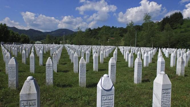 Memorial de Srebrenica tem milhares de bósnios muçulmanos enterrados Foto: DADO RUVIC / REUTERS