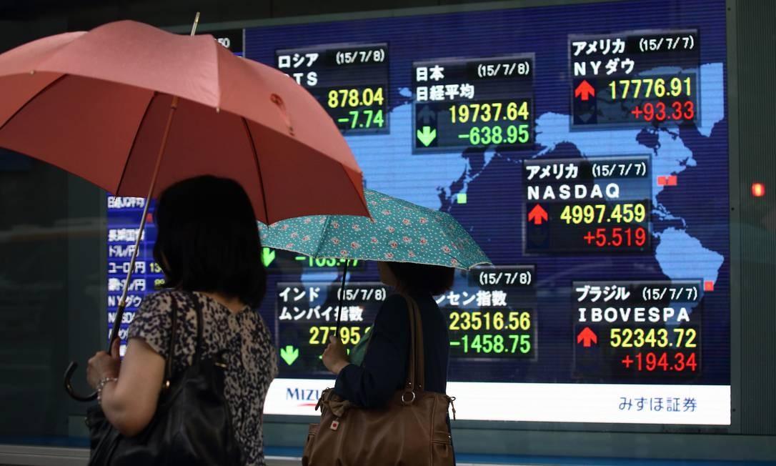Mais da metade das empresas listadas em Bolsa na China suspendem ações