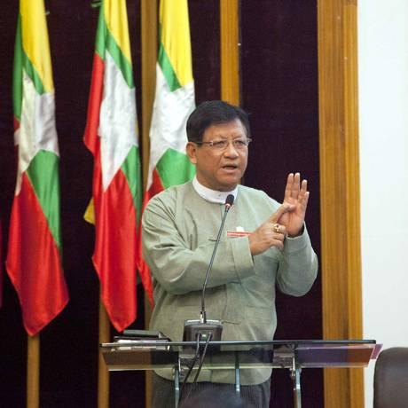 Presidente da Comissão Eleitoral do Mianmar anuncia que eleições no país foram marcadas para 8 de novembro Foto: Khin Maung Win / AP