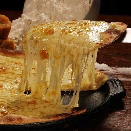 Pizza de rapadura com queijo, do Frontera. A sugestão faz parte do rodízio (R$32,90) Foto: Divulgação/Berg Silva / Divulgação/Berg Silva