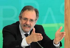 Miguel Rossetto, da Secretaria-geral da Presidência da República, em entrevista coletiva em maio Foto: Jorge William / Agência O Globo