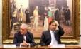 O deputado Rodrigo Maia (DEM-RJ) ao lado do vice-presidente Michel Temer
