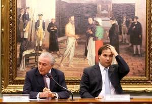 O deputado Rodrigo Maia (DEM-RJ) ao lado do vice-presidente Michel Temer Foto: Ailton de Freitas / O Globo