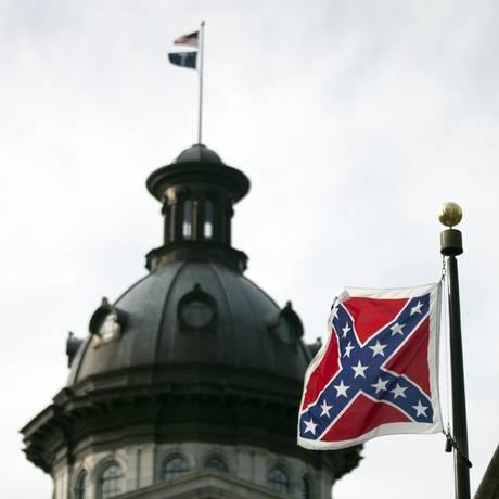 Bandeira confederada é vista na frente do Congresso da Carolina do Sul Foto: John Bazemore / AP