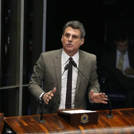 Senador Romero Jucá (PMDB-RR) propõe emenda para reduzir meta de superávit de 2015: de 1,13% do PIB para 0,4% Foto: Ailton de Freitas / Agência O Globo