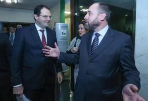 Ministros Nelson Barbos e Luís Inácio Adams (de barba) Foto: ANDRE COELHO / Andre Coelho/07-07-2015