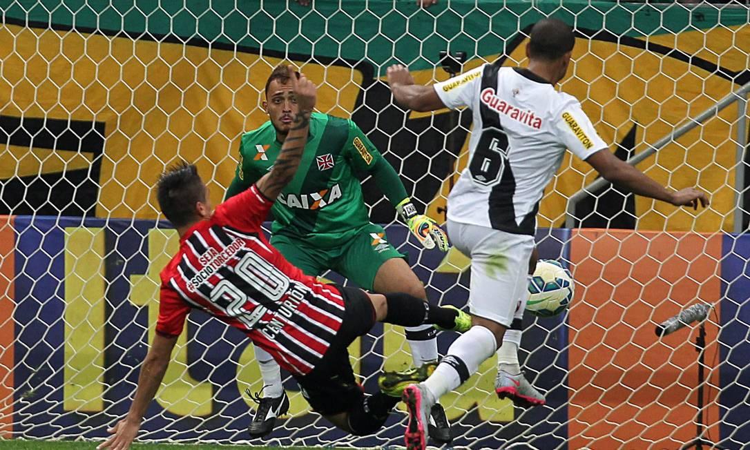 Centurión fez o terceiro gol do São Paulo Jorge William / Agência O Globo