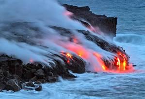 As erupções vulcânicas podem expelir grandes volumes de poeira, cinzas e partículas de sulfato na atmosfera Foto: David Jordan