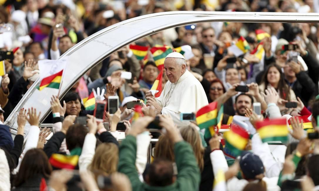 Papa Francisco chega para celebrar a missa campal na Praça do Cristo Redentor em Santa Cruz de la Sierra, em seu segundo dia na Bolívia MARIANA BAZO / REUTERS
