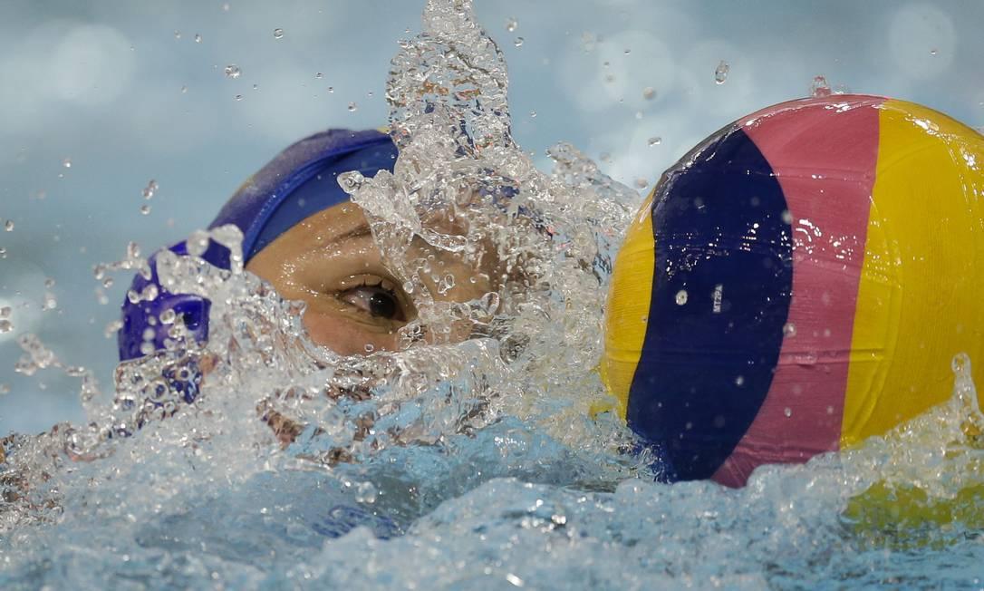Gabriela Mantellato de olho na bola na vitória do Brasil sobre a Venezuela Felipe Dana / AP