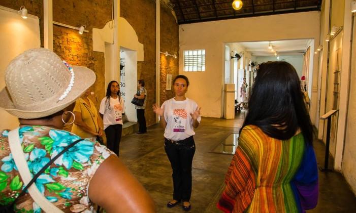 Estudantes de turismo vão orientar os visitantes durante o passeio Foto: Arthur Moura / Divulgação