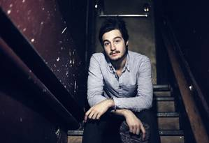 O cantor já emplacou músicas em diferentes novelas Foto: Rafael Andrade/Divulgação