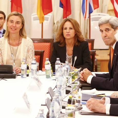 Negociações desafiam diplomatas envolvidos em várias etapas de conversas Foto: LEONHARD FOEGER / REUTERS