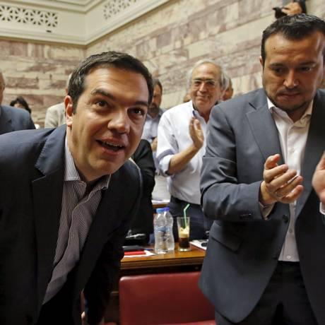 O primeiro-ministro da Grécia, Alexis Tsipras, em sessão do partido Syriza no Parlamento Foto: Jean-Paul Pelissier / Reuters