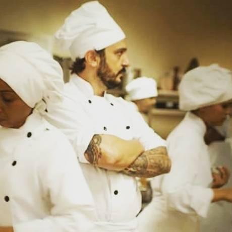 O internacional Rodrigo Kossatz mostra como atingir a salada perfeita Foto: Divulgação
