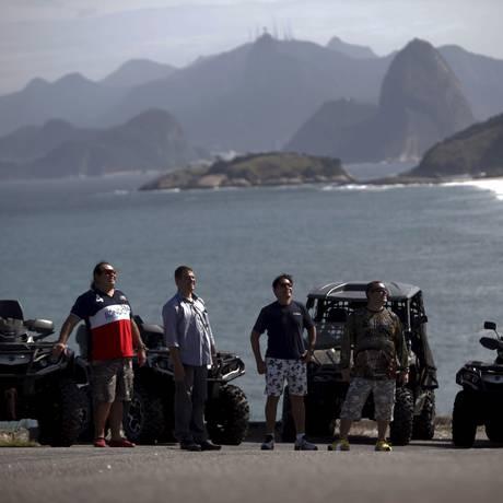 Os proprietários de quadriciclos planejam rodar cerca de 400 quilômetros na ida e volta a Búzios. No dia 18, vão Cabo Frio Foto: Gustavo Stephan / Agência O Globo
