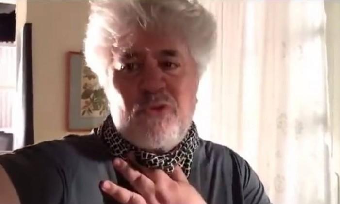 Pedro Almodóvar em mensagem para Caetano Veloso Foto: Reprodução