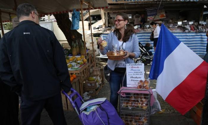 Típico brioche francês vendido por Tiphaine Datin em feiras do Rio Foto: Custódio Coimbra / Agência O Globo