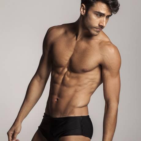 Dieta regrada: Nilo Lima é treinador físico e modelo na agência 40° Models Foto: Hermes de Paula/ Agência O Globo