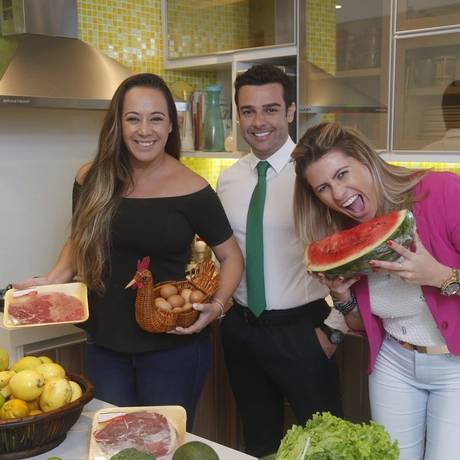 De dieta. Gis de Oliveira e Paula Ambrósio com Romualdo Lima Foto: Felipe Hanower / Felipe hanower