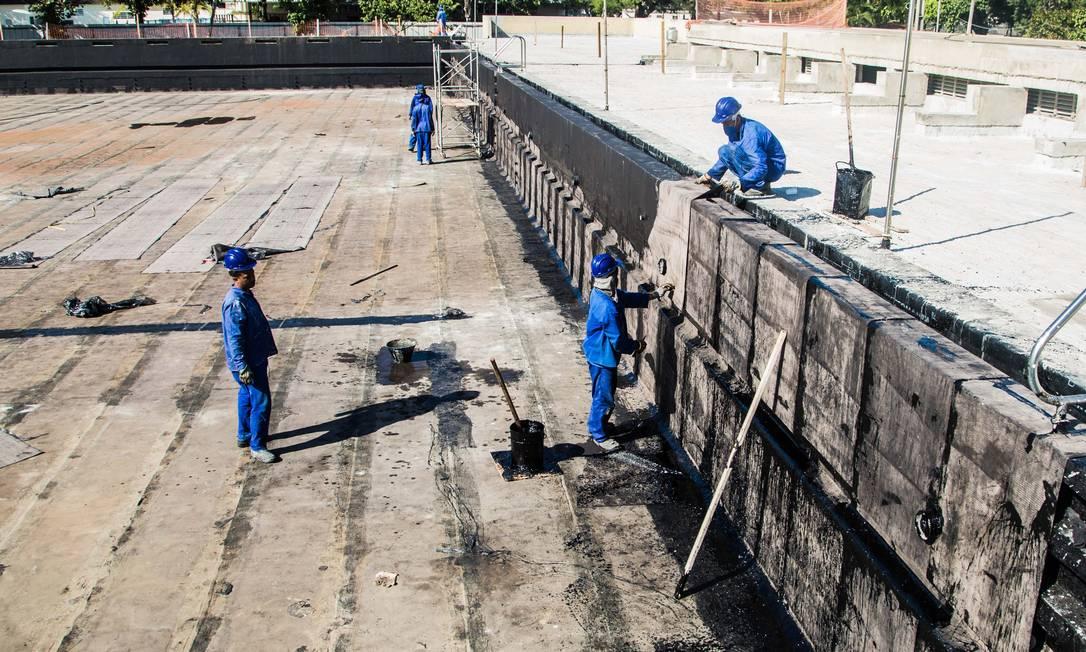 Piscina do Centro Aquático passa por impermeabilização para receber o pentatlo moderno Renato Sette Camara / Divulgação/Prefeitura do Rio
