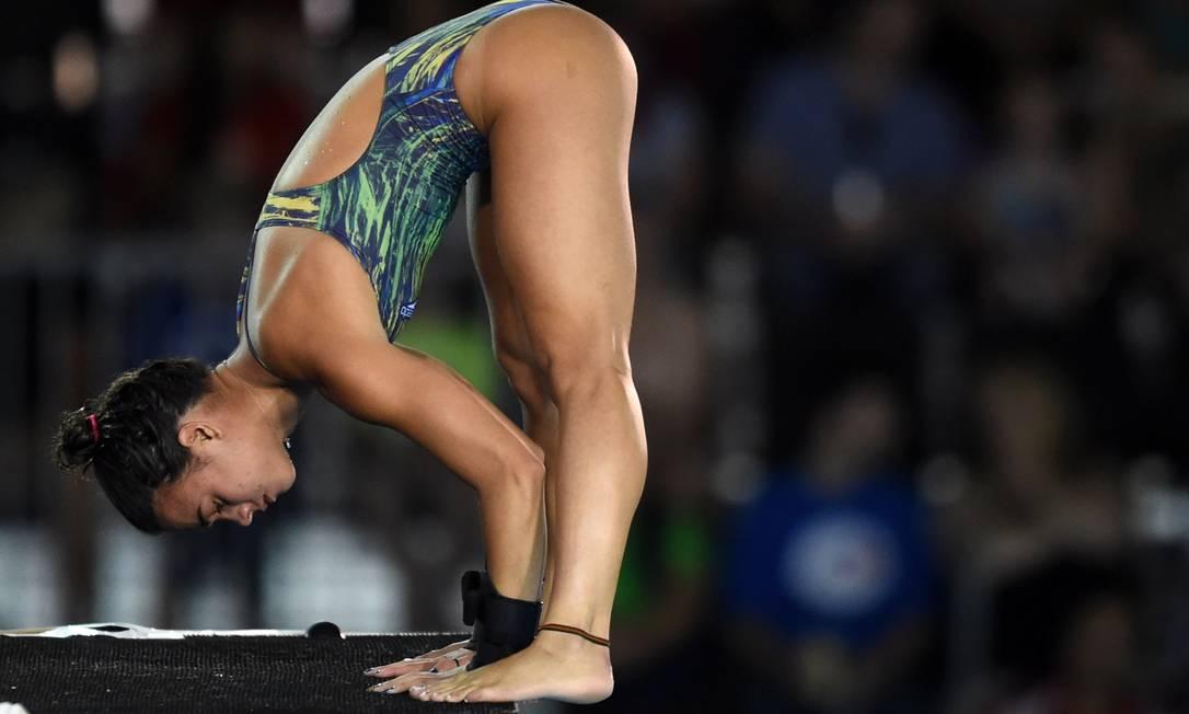 A brasileira se classificou para a final da plataforma de 10 metros TIMOTHY A. CLARY / AFP