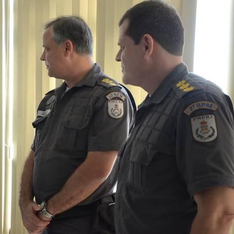 O prefeito Rodrigo Neves com os coronéis Gilson Chagas e Fernando Salema Foto: Divulgação