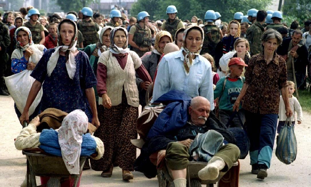 Refugiados de Srebrenica fogem a todo custo em 1995 Foto: REUTERS