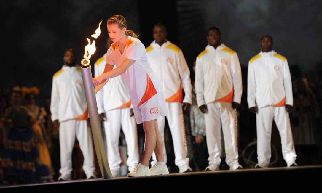 A tocha dos Jogos Pan-Americanos de 2015 chega ao estádio Rogers Centre, em Toronto, no Canadá HECTOR RETAMAL / AFP