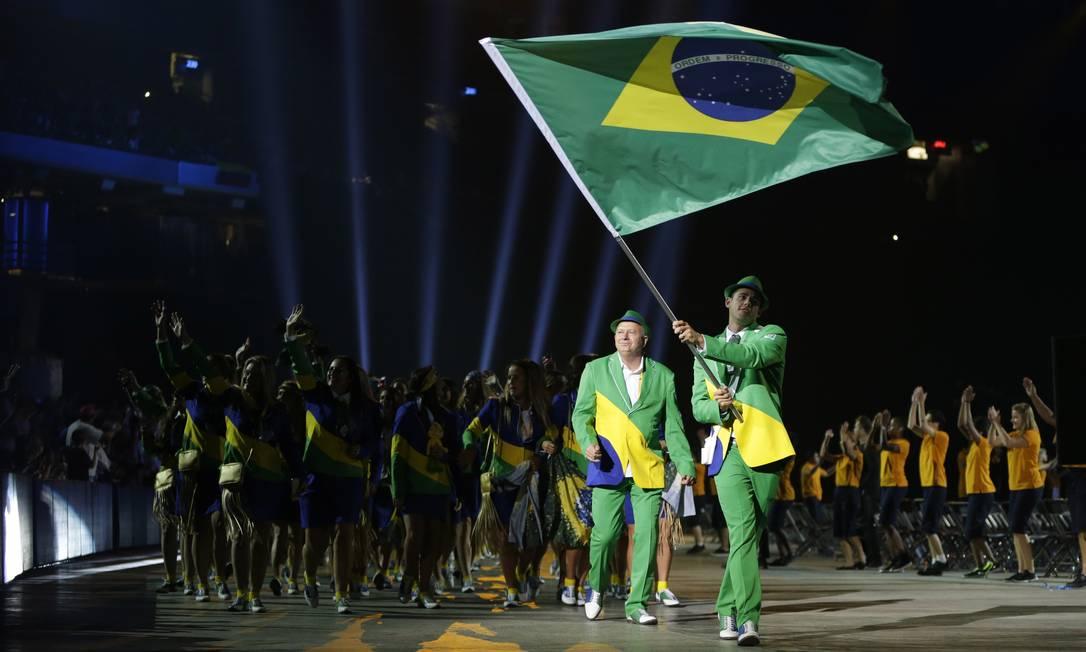 O nadador Thiago Pereira foi o porta-bandeira do Brasil na abertura dos Jogos Pan-Americanos Felipe Dana / AP